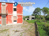 Property with garage and fenced garden for sale in the Abruzzo Region 2