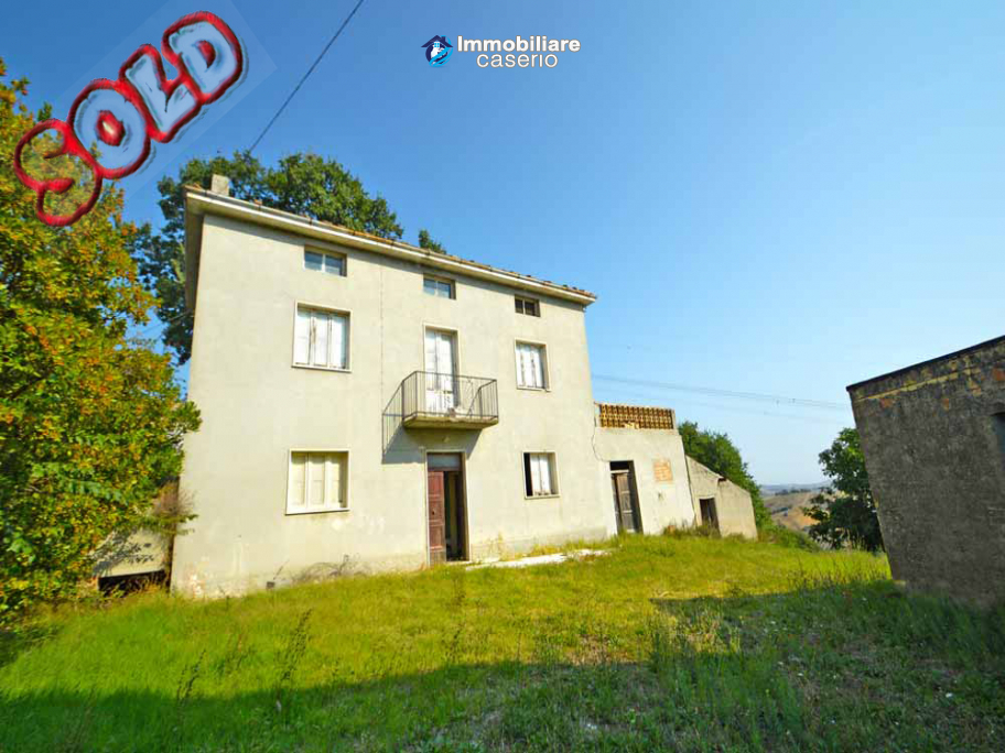 Country house for sale in Atessa, with panoramic terrace on the Abruzzo hills, Italy