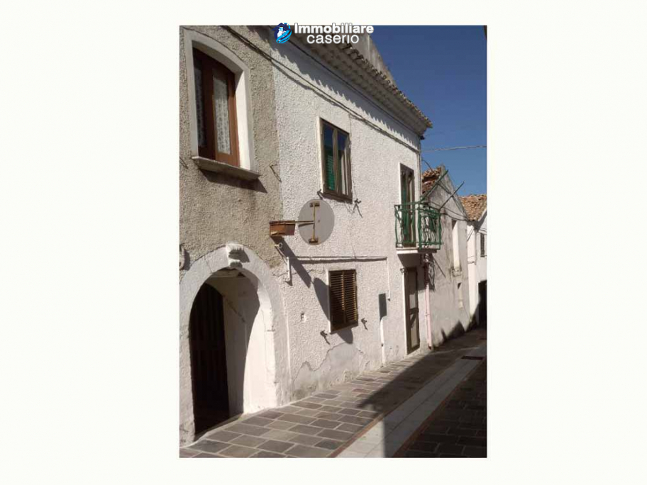 Town house ready to be habitable for sale in the Abruzzo, 20min. from the sea
