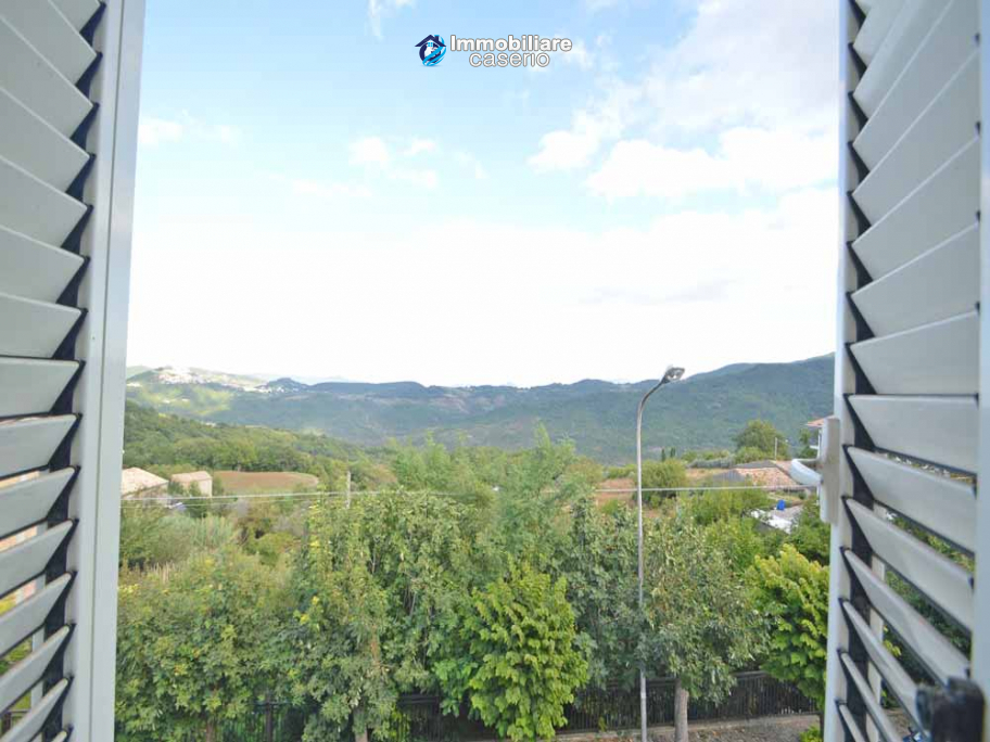 Town house with views of the hills for sale in the Abruzzo region