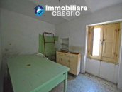Town house with new roof for sale in the Abruzzo Region, Italy 4