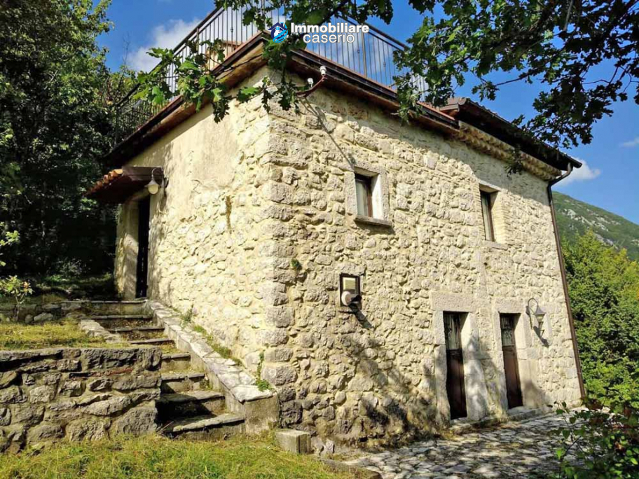 Finely farm house restored for sale in the Municipality of Pizzone, Molise Region