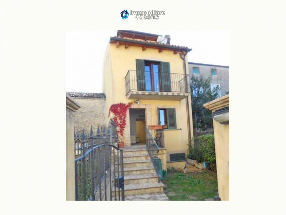 Spacious renovated house with garden for sale in the Abruzzo region