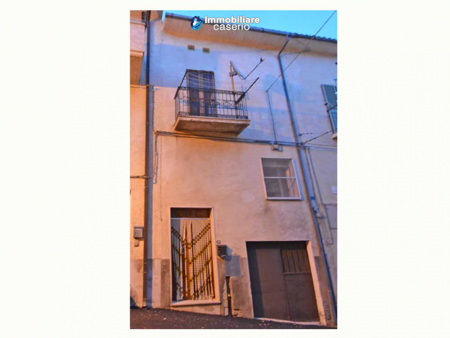 Town house with garden for sale in the Abruzzo Region, Casalanguida