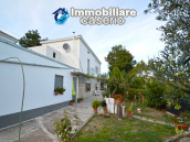 Detached country house with terrace, barn and land for sale in the Abruzzo region 1