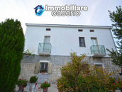 Detached country house with terrace, barn and land for sale in the Abruzzo region 3
