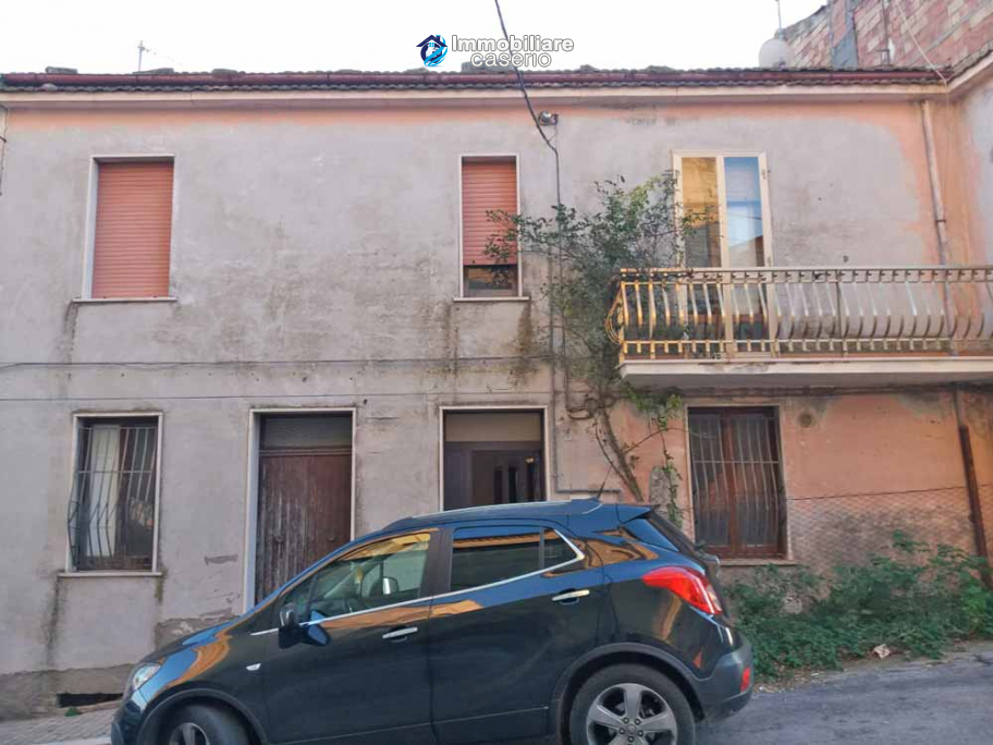 Spacious house with garage for sale in the Molise Region, Italy