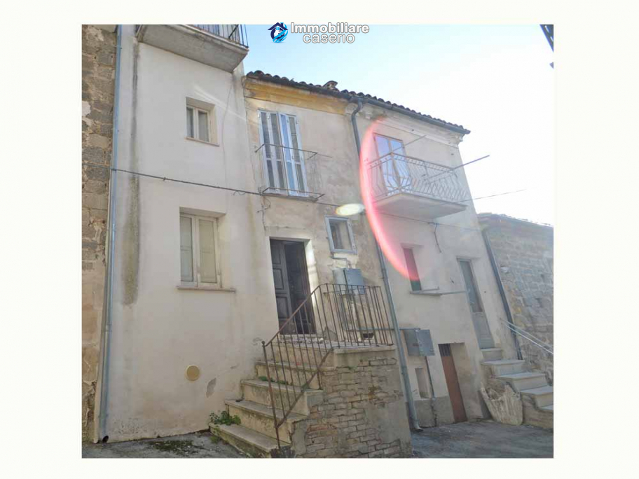 Spacious village house with great potential for sale in Gissi, Abruzzo, Italy