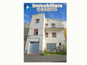 Detached house habitable immediately with open space behind for sale in Abruzzo 1