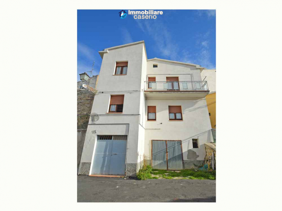 Detached house habitable immediately with open space behind for sale in Abruzzo
