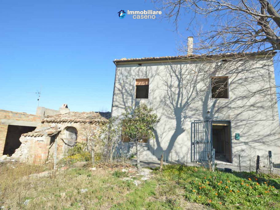 Country house with Majella view for sale in Abruzzo, Italy
