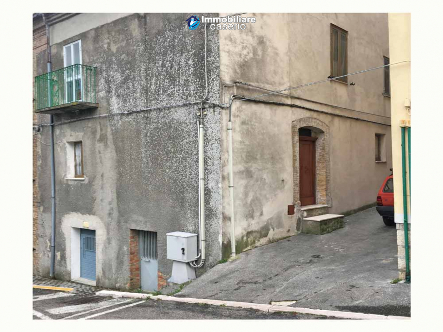 Village house with ancient stone cellar for sale in the Abruzzo region, Italy