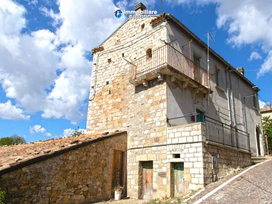 Property composed by two units for sale in Castelbottaccio, in the hearth of Molise