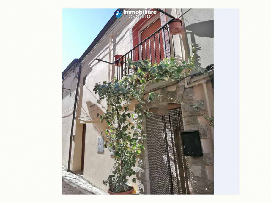 Pretty and habitable village house for sale in Guardialfiera, Molise, Italy