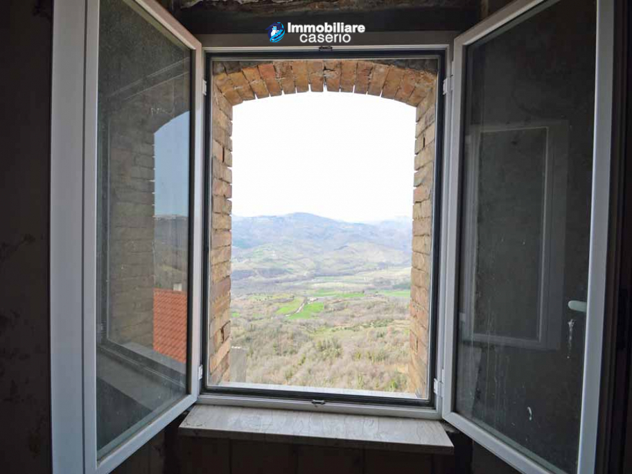 House for sale with panoramic views, the Abruzzo hills 27 min from the sea