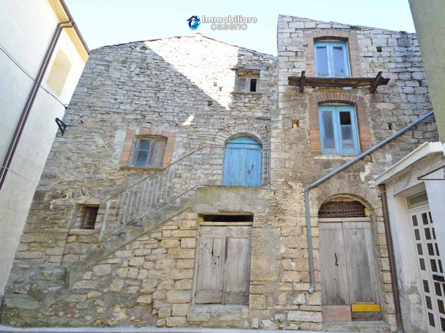 Stone house to renovate for sale in Liscia, Abruzzo country with two grocery stores