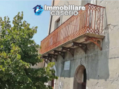Village house with ancient entrance door and garden for sale in the Abruzzo region 2
