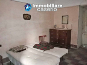 Village house with ancient entrance door and garden for sale in the Abruzzo region 3