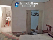 Village house with ancient entrance door and garden for sale in the Abruzzo region 4