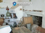 Village house with ancient entrance door and garden for sale in the Abruzzo region 6