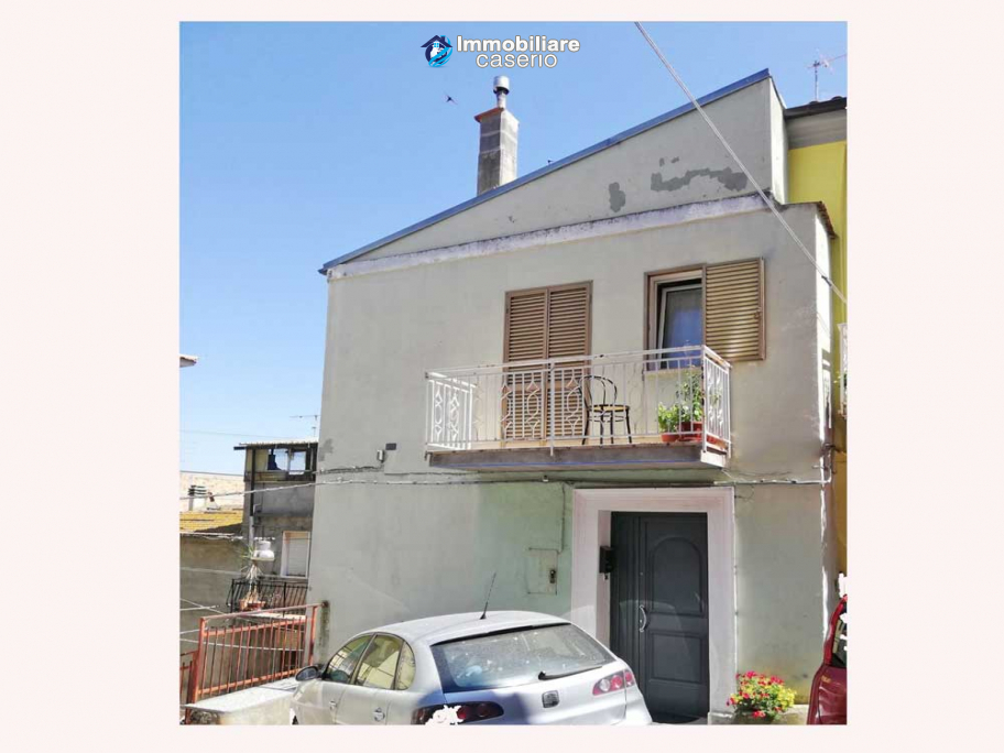 House for sale in Montenero di Bisaccia, old construction but internally renovated