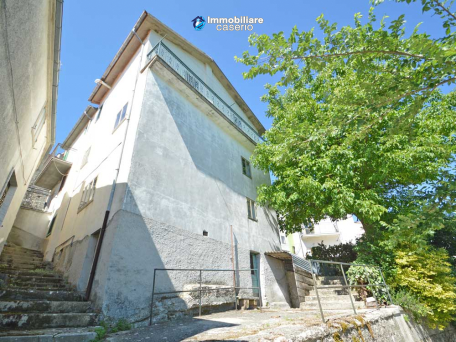 Habitable and well-kept village house for sale in Belmonte del Sannio, Molise