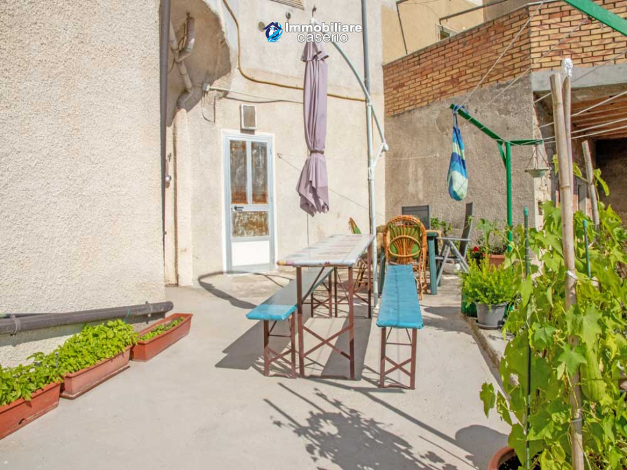 House in excellent condition with terrace and plot of land for sale in Molise, Italy