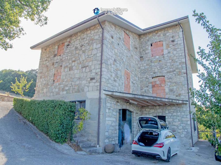Country house unfinished of three floors for sale in Castelbottaccio, Molise, Italy