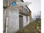 Country house with outbuildings for sale in Guilmi countryside, on the Abruzzo hills 1