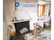Country house with outbuildings for sale in Guilmi countryside, on the Abruzzo hills 5