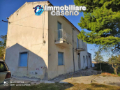 Country house in good condition with land and sea view for sale in Abruzzo, Italy 1
