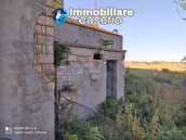 Country house in good condition with land and sea view for sale in Abruzzo, Italy 6