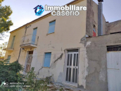 Country house in good condition with land and sea view for sale in Abruzzo, Italy 8