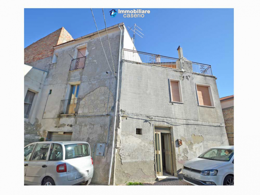 House with terrace for sale in Montecilfone, 15 minutes from the Molise coast, Italy