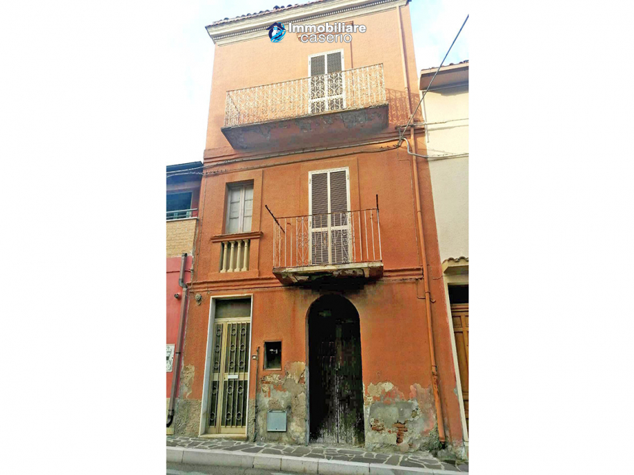 House with garage for sale in Casalbordino, less than 10 min by car from the sea