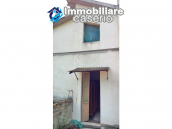 Detached house in a good position with a garden for sale in Loreto Aprutino 9