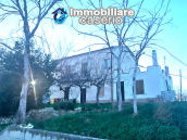 Detached house in good condition with garage and land for sale in Atessa, Abruzzo 1