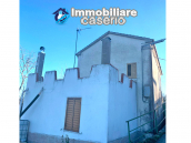 Detached house in good condition with garage and land for sale in Atessa, Abruzzo 2