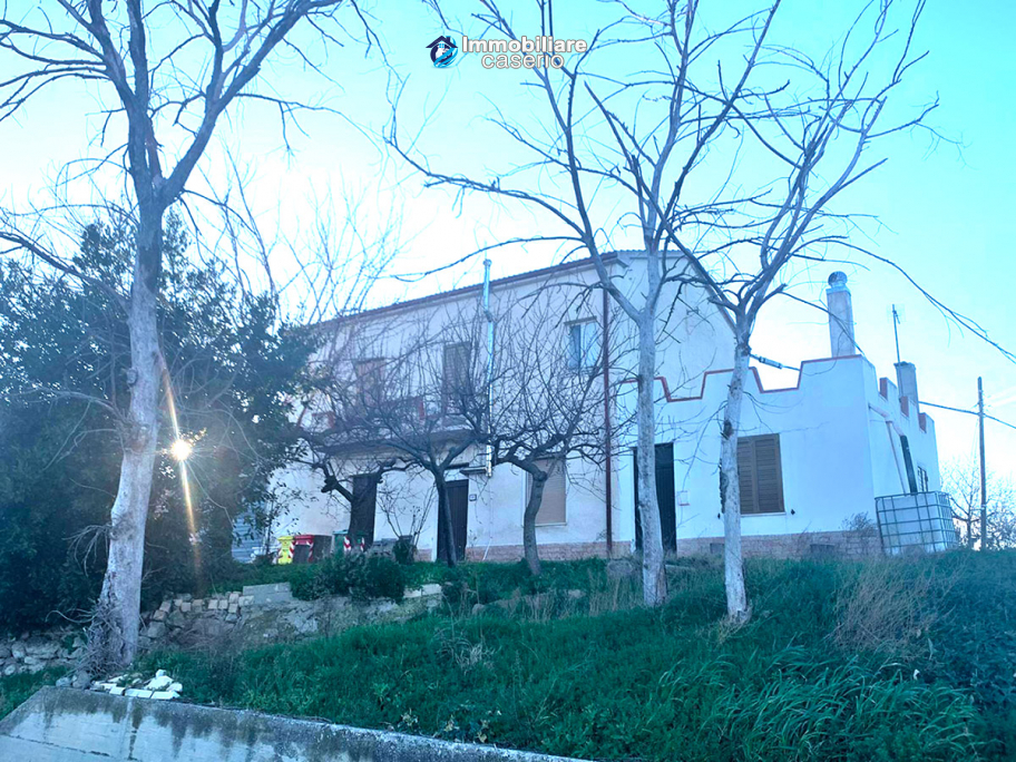 Detached house in good condition with garage and land for sale in Atessa, Abruzzo