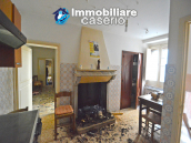 Ancient and spacious stone house with cellar for sale near the castle, Molise  9