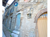 Ancient and spacious stone house with cellar for sale near the castle, Molise  4