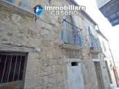 Ancient and spacious stone house with cellar for sale near the castle, Molise  5