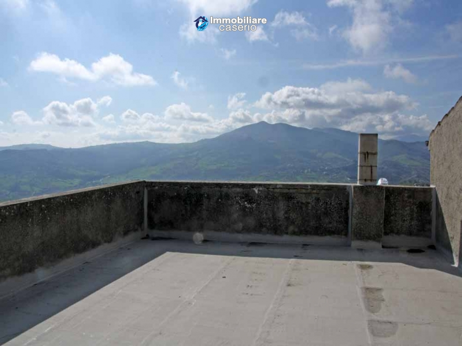 Habitable house in village with garden for sale in Casalanguida, Abruzzo, Italy