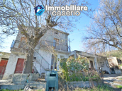 Country house to renovate on two floors with terrace and land for sale in Abruzzo 1