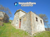 Country house to renovate on two floors with terrace and land for sale in Abruzzo 3