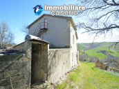 Country house to renovate on two floors with terrace and land for sale in Abruzzo 4