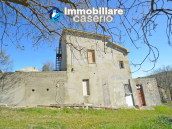 Country house to renovate on two floors with terrace and land for sale in Abruzzo 6