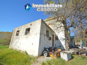 Country house to renovate on two floors with terrace and land for sale in Abruzzo 7