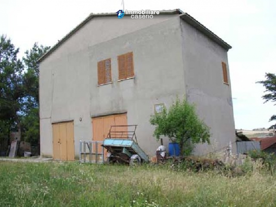 Country house with land for photovoltaic system in Montenero