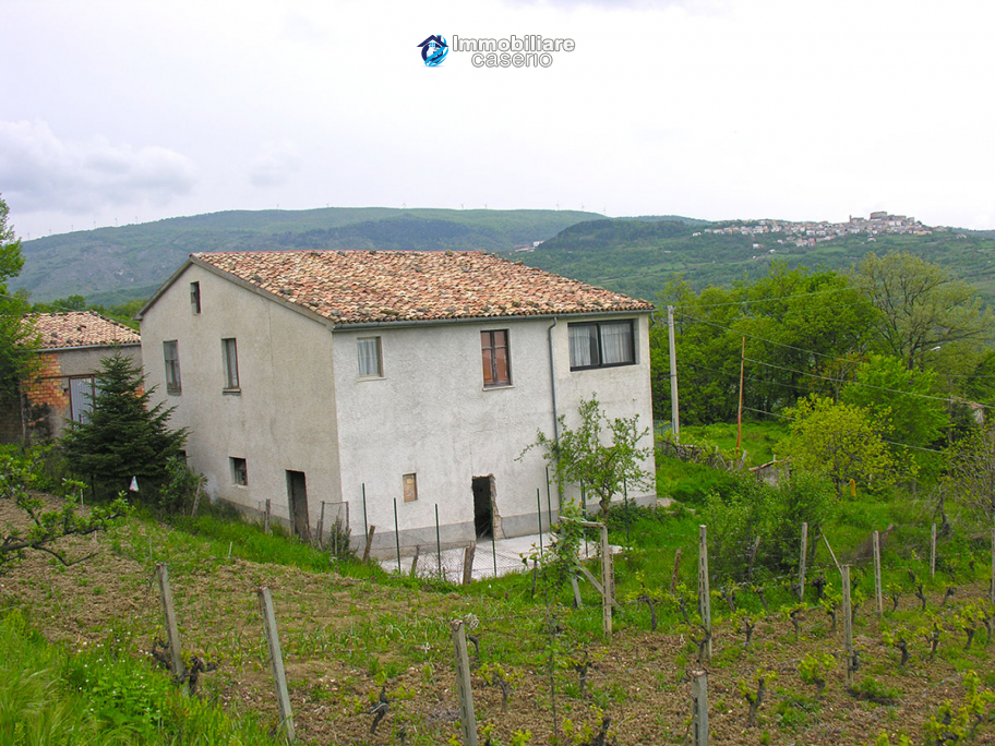 Country house, habitable, in Roccaspinalveti, Italy